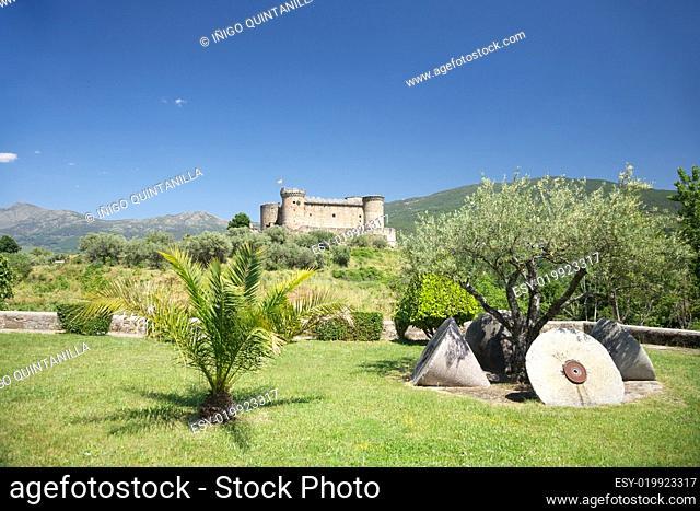 Mombeltran castle scenic