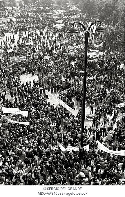 The risk of a revolution in Paris has been averted. An aerial view of the workers demonstration of the CGT trade union, aiming to reach an agreement on the...