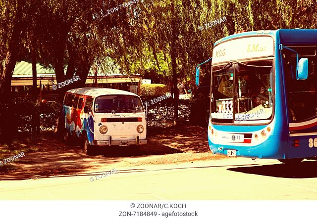 Vw T2 und Colectivo Bus in San Isidro, Province Buenos Aires 2015