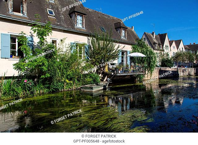 THE BANKS OF THE EURE IN THE LOWER TOWN, RUE DE LA TANNERIE, CHARTRES (28), FRANCE