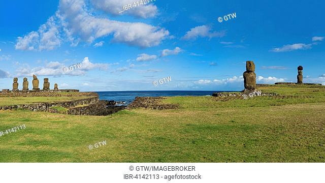 Moais at Tahai ceremonial complex, Unesco World Heritage, Hanga Roa, Rapa Nui National Park, Easter Island, Chile