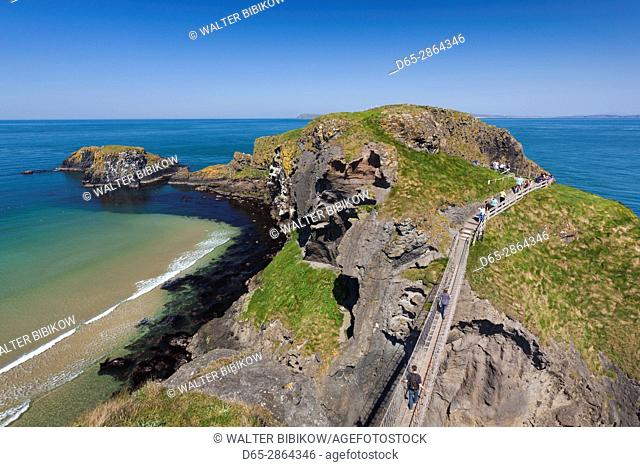 UK, Northern Ireland, County Antrim, Ballintoy, pathway to the Carrick-a-Rede Rope Bridge