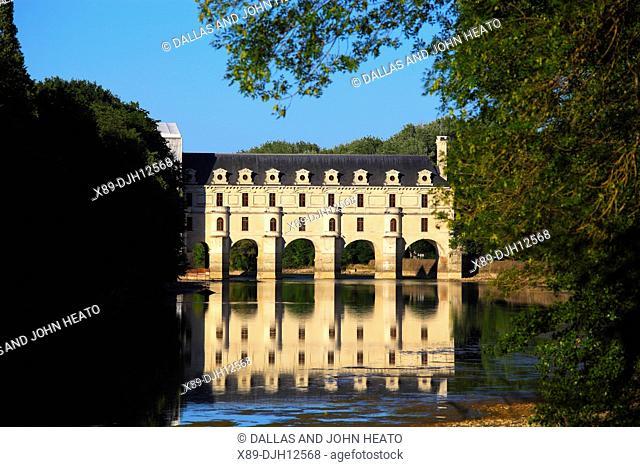 France, Loire Valley, Indre- et- Loire, Chenonceaux, Château de Chenonceau spanning Cher River