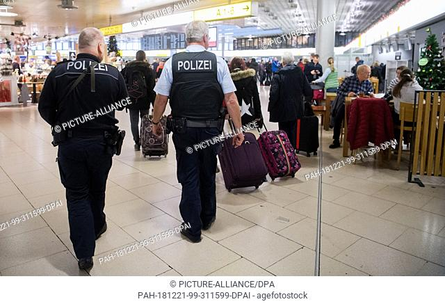 21 December 2018, Lower Saxony, Hannover: Federal policemen walk through Hanover airport. Following spying attempts at other airports and possible attack plans
