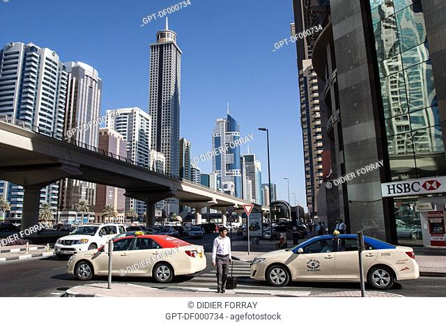 EMIRATES TOWERS AND THE HIGHRISES OF THE FINANCIAL CENTER ON SHEIKH ZAYED ROAD, FINANCIAL CENTER, DUBAI, UNITED ARAB EMIRATES, MIDDLE EAST