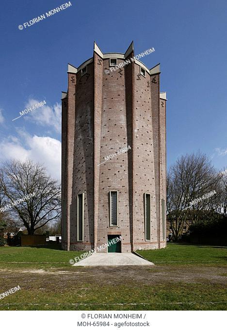 Erbaut 1925 nach Entwürfen des Architekten Arnold