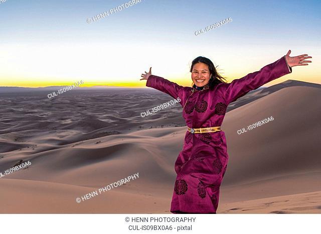 Woman in traditional Mongolian dress, Khongor sand dunes, Gobi desert, Mongolia