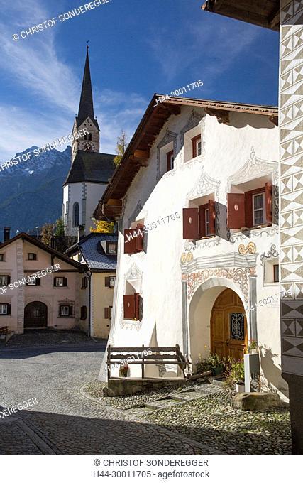 Häuser in Scuol, alter Dorfkern