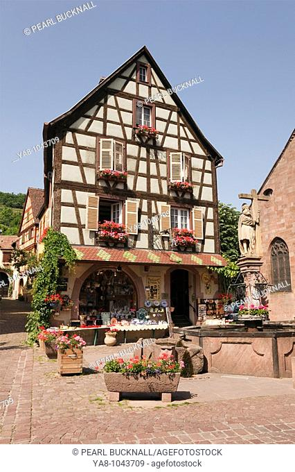 Kaysersberg, Alsace, Haut-Rhin, France, Europe  Timbered buildings in picturesque medieval village on the Alsatian wine route