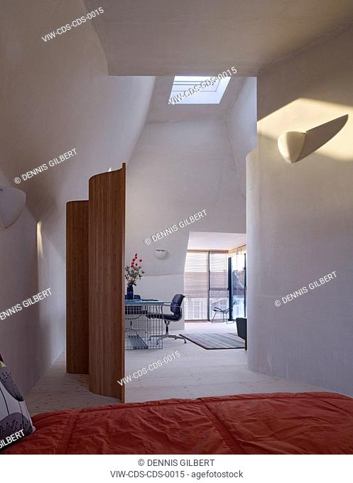 RESIDENTIAL APARTMENTS CHANCE DE SILVA ARCHITECTS LONDON 2010 TOP FLOOR INTERIOR WITH BAY WINDOW AND SKYLIGHT, LONDON, UNITED KINGDOM, Architect