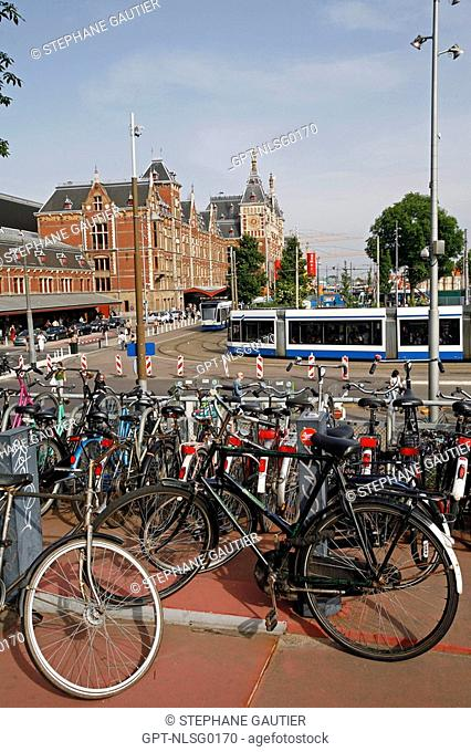 BICYCLE PARKING LOT IN FRONT OF THE CENTRAAL STATION, MAIN TRAIN STATION, AMSTERDAM, NETHERLANDS, HOLLAND