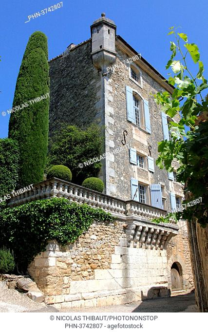 France, Provence Alpes Cote d'Azur, department of Vaucluse (84), Natural park of Luberon, Menerbes (most beautiful village of France) medieval house