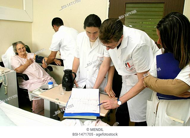 HOSPITAL TEAM<BR>Photo essay from hospital.<BR>Geriatrics unit at the Sébastopol hospital in Reims, France. Doctor and students