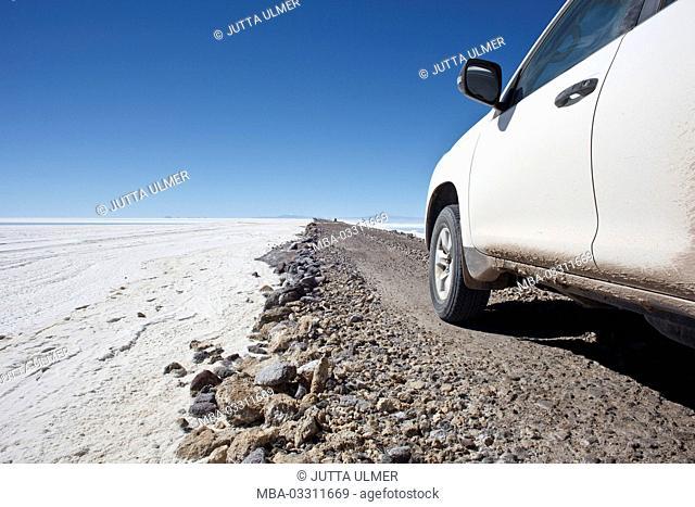 Bolivia, Salar de Uyuni, ramp, car