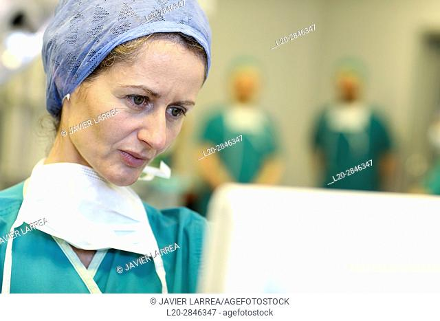 Surgeon, Surgery, Operating room, Hospital, Spain