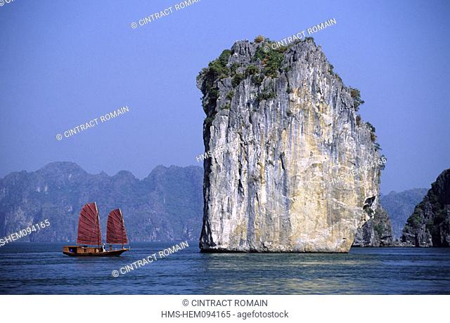 Vietnam, Quang Ninh province, a junk in the Along bay