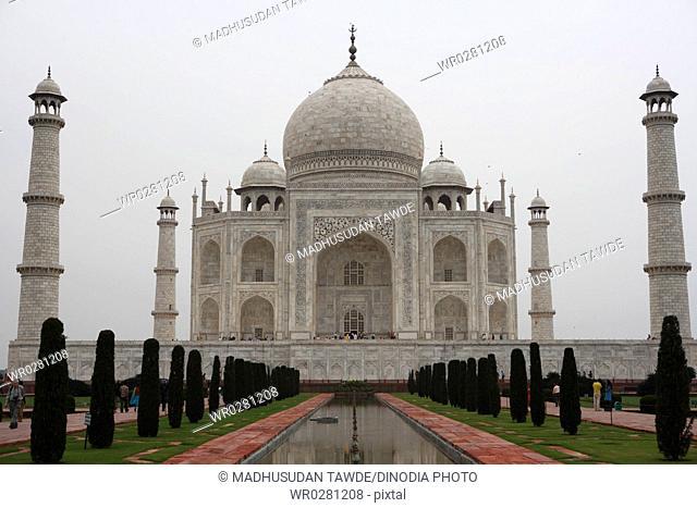 Taj Mahal Seventh Wonders of World , Agra , Uttar Pradesh , India UNESCO World Heritage Site