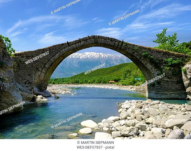 Albania, Gjirokaster, Fir of Hotove-Dangelli National Park, old Ottoman arch bridge Ura e Kadiut