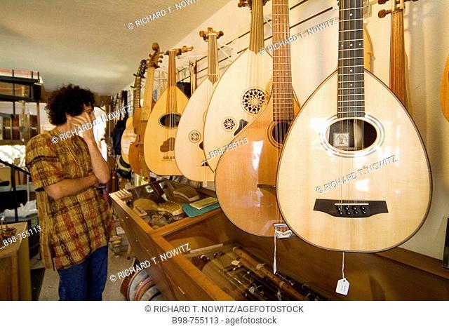 California, Mendocino Guitars sells and trades instruments