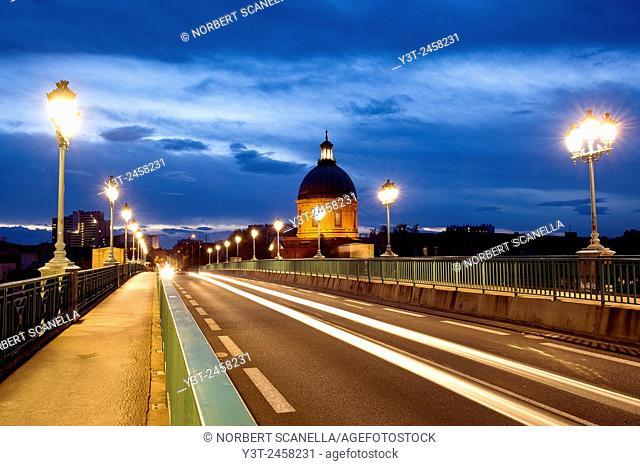 Europe, France, Midi-Pyrenees, Haute-Garonne, Toulouse. St-Pierre bridge and the dome of the Hopital de la Grave