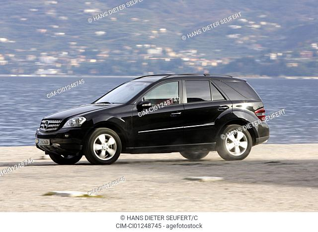 Mercedes ML 320 CDI, model year 2005-, black, driving, side view