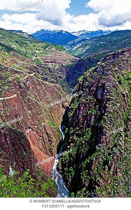 Europe, France, Alpes-Maritimes, Mercantour National Park, valley of Haut-Var. Daluis gorges