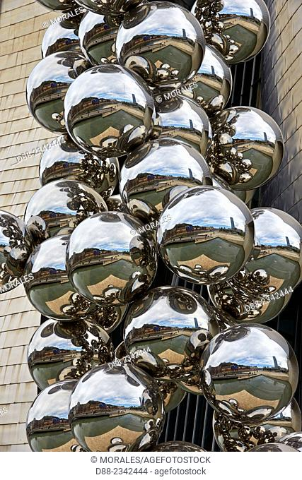 "Europe,Spain,Basque country,Bilbao,Sculpture """"The Big Tree"""" consisting of 80 stainless steel balls with reflections by Anish Kapoor in front of The Guggenheim..."