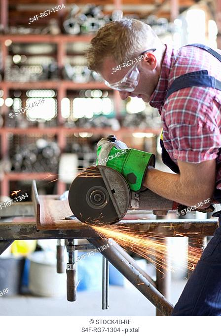 Metal worker using circular saw