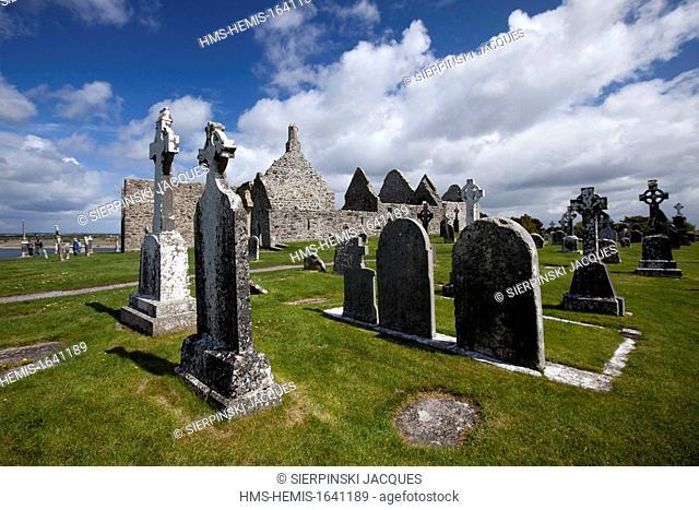 Ireland, County Offaly, monastery of Clonmacnoise, Celtic Cross