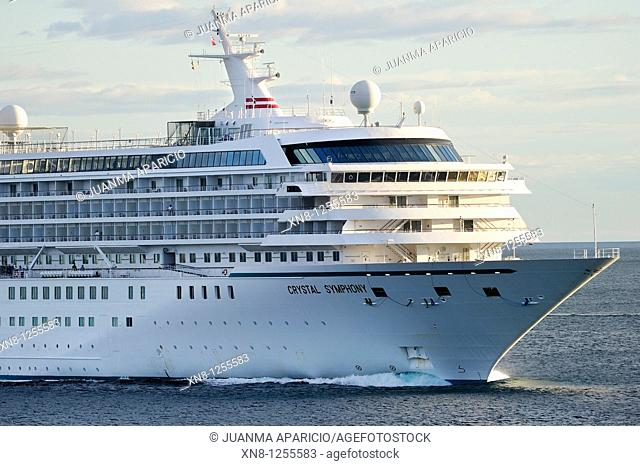 Luxury Cruise Crystal Symphony to its entry into the Port of Bilbao