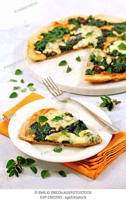 Wholemeal pizza with spinach