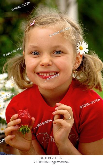 Girl eats strawberries. - 09/07/2008