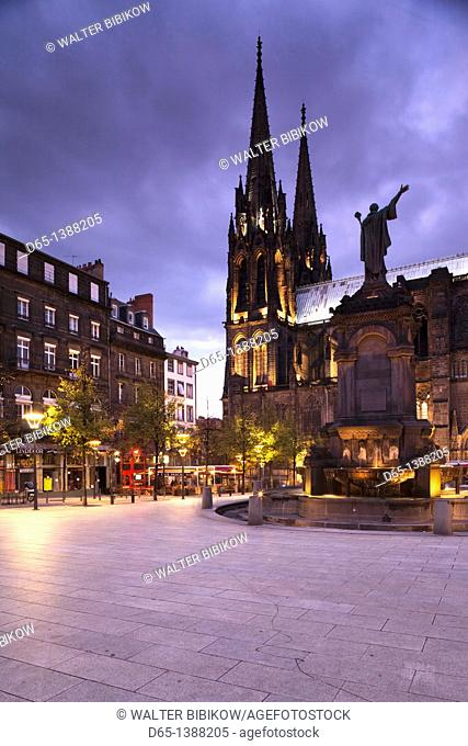 France, Puy-de-Dome Department, Auvergne Region, Clermont-Ferrand, Place de la Victoire, Cathedrale-Notre-Dame, evening