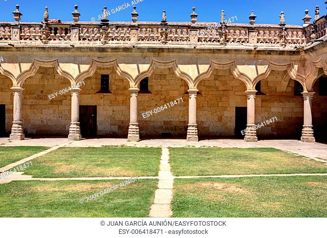 Minor Schools were built in 1428 and features a courtyard that is shown in the photo, of great simplicity and purity, together forming a monument of taste...