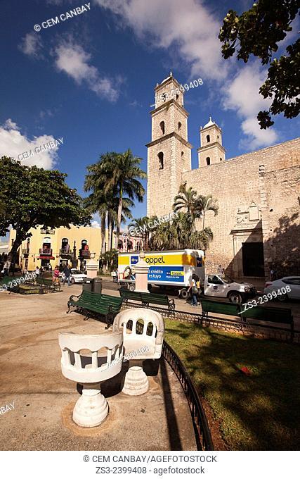 Parque Hidalgo and Church Templo de la Compania de Jesus o de la Tercera Orden Merida, Yucatan Province, Mexico, Central America