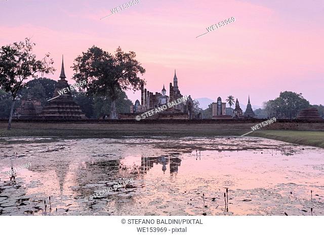 Wat Mahatat at dusk, Sukhothai historical park, Sukhothai, Thailand