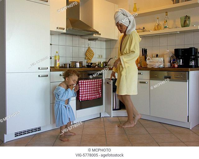 Ein kleiner hat sich neben der Mutter verschluckt, 2005 - Germany, 21/06/2005