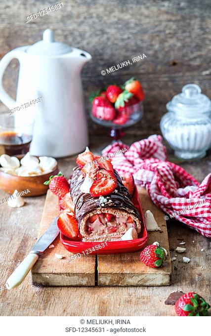 Meringue roulade with strawberries and a chocolate glaze