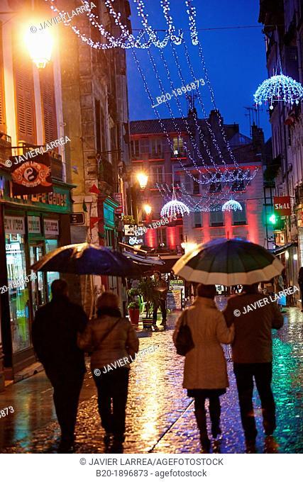 Rain, Christmas shopping, Bayonne, Aquitaine, Pyrénées-Atlantiques, Basque country, 64, France