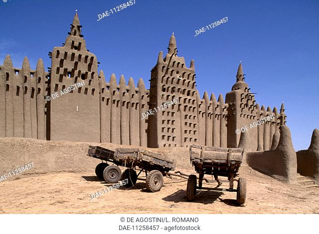 Carts in front of the Great Mosque, 1907, Djenne (UNESCO World Heritage List, 1988), Mopti. Mali, 20th century