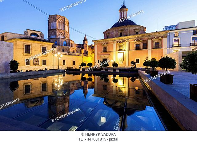 Spain, Valencia, Cathedral de Valencia and Basilica of our Lady of Forsaken at dusk