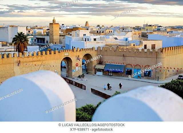 Tunez: Kairouan Medina  Ramparts of the medina in place du el Bejaoui