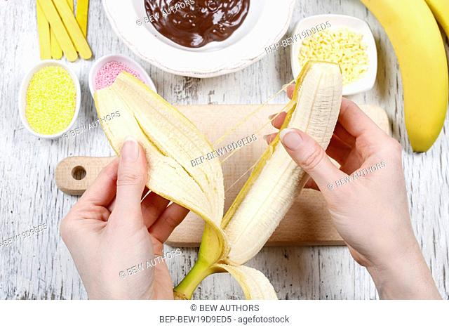 How to make chocolate dipped bananas - step by step, tutorial