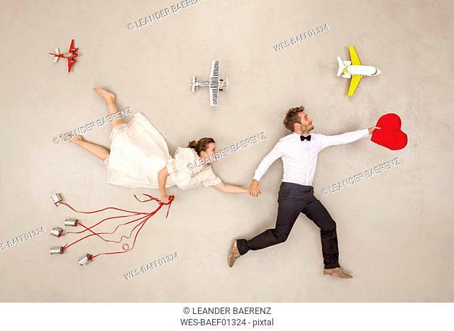 Bridal couple going on honeymoon