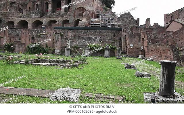 PAN. Daylight. The complex consisted of the circular Temple of Vesta and the residence of the priestesses. The house was arranged around a courtyard with...