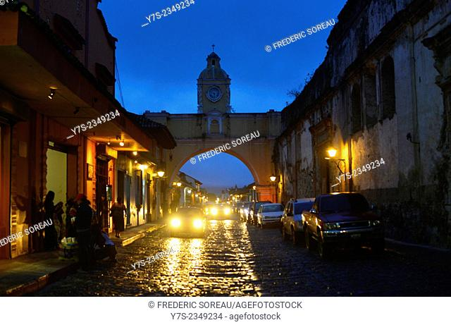 Santa Catarina arc at dusk, Antigua, Guatemala, Central America
