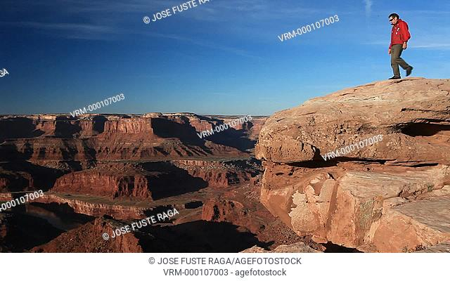 USA-Utah-Canyonlands Park-Man at Dead Horse Point and Colorado river