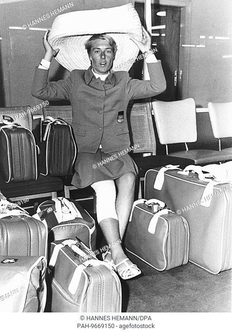 Olympic gold medal winner Roswitha Esser returns from Mexico and arrives at the airport of Wahn (Colgone-Bonn) on the 31st of October in 1968