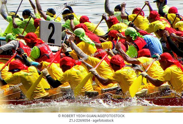 ROWING TO VICTORY IN ANNUAL BOAT RACE SPORTING EVENT. TAKEN IN SARAWAK, EAST MALAYSIA