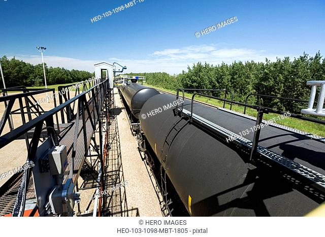Liquid freight train transporting natural gas